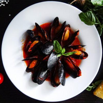 Мидии в томатном соусе (Mussels with Tomato Sauce)