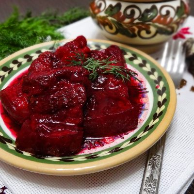 Шпундра – свинина в буряковом квасе (Shpundra – Ukrainian Pork Belly with Kvass and Beetroot)