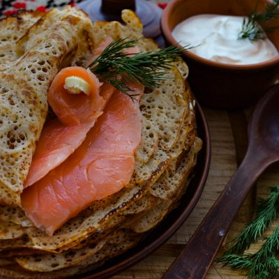 Русские гречневые блины с сёмгой («Bliny s Syomgoi» – Russian Buckwheat Pancakes with Salmon)