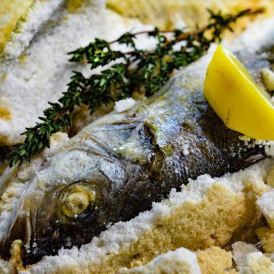 Рыба запеченная в соли (Salt-Baked Fish)