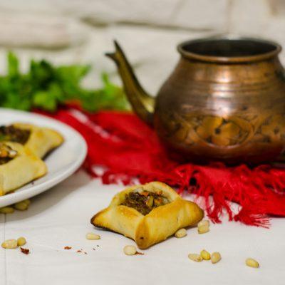 Сфиха Баальбакии – ливанские пирожки с мясом (Meat pies – Lebanese Sfeeha)