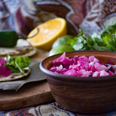 Красный маринованный лук по-юкатански (Yucatan Pickled Red Onions)