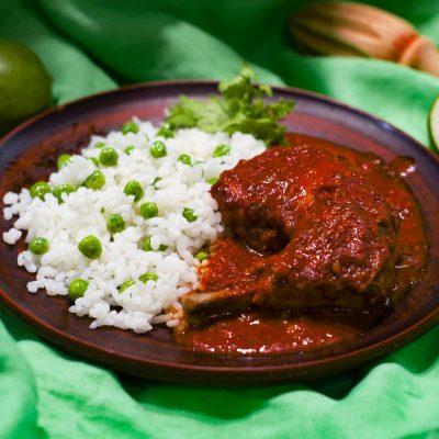 Курица по-юкатански с ачиоте (Pollo Pibil)