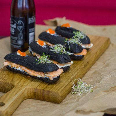 Черные эклеры с семгой, сливочным сыром и тобико (Black Eclairs with Salmon, Cream Cheese and Tobiko)