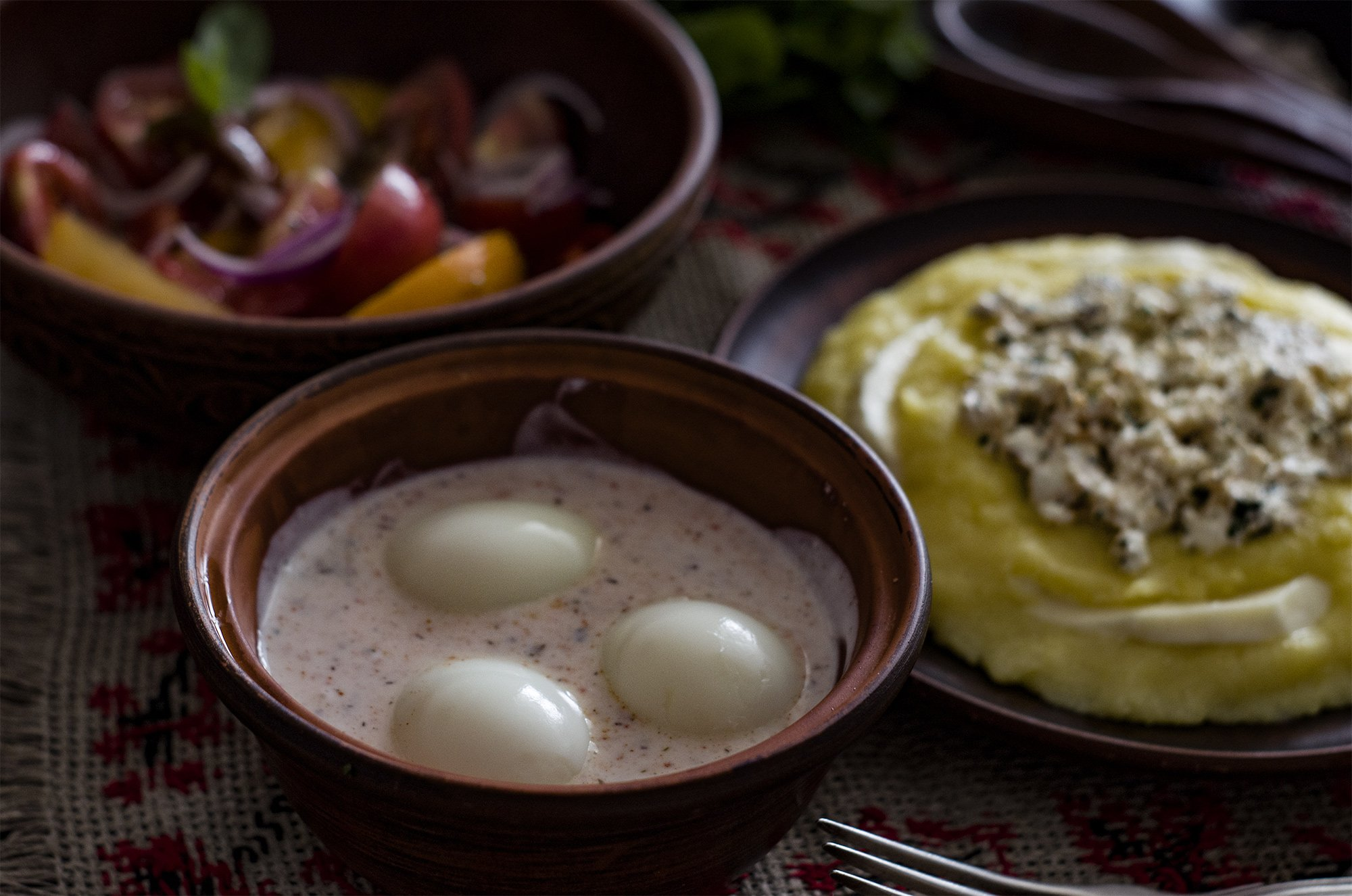 Яйца в соусе из мацони и аджики (Eggs in Georgian Yogurt and Adjika Sauce)