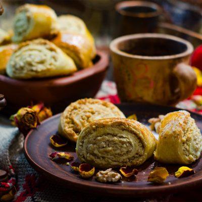Када - грузинская выпечка с грецкими орехами и сливочным маслом (Kada - Georgian Pastries with Walnuts and Butter)