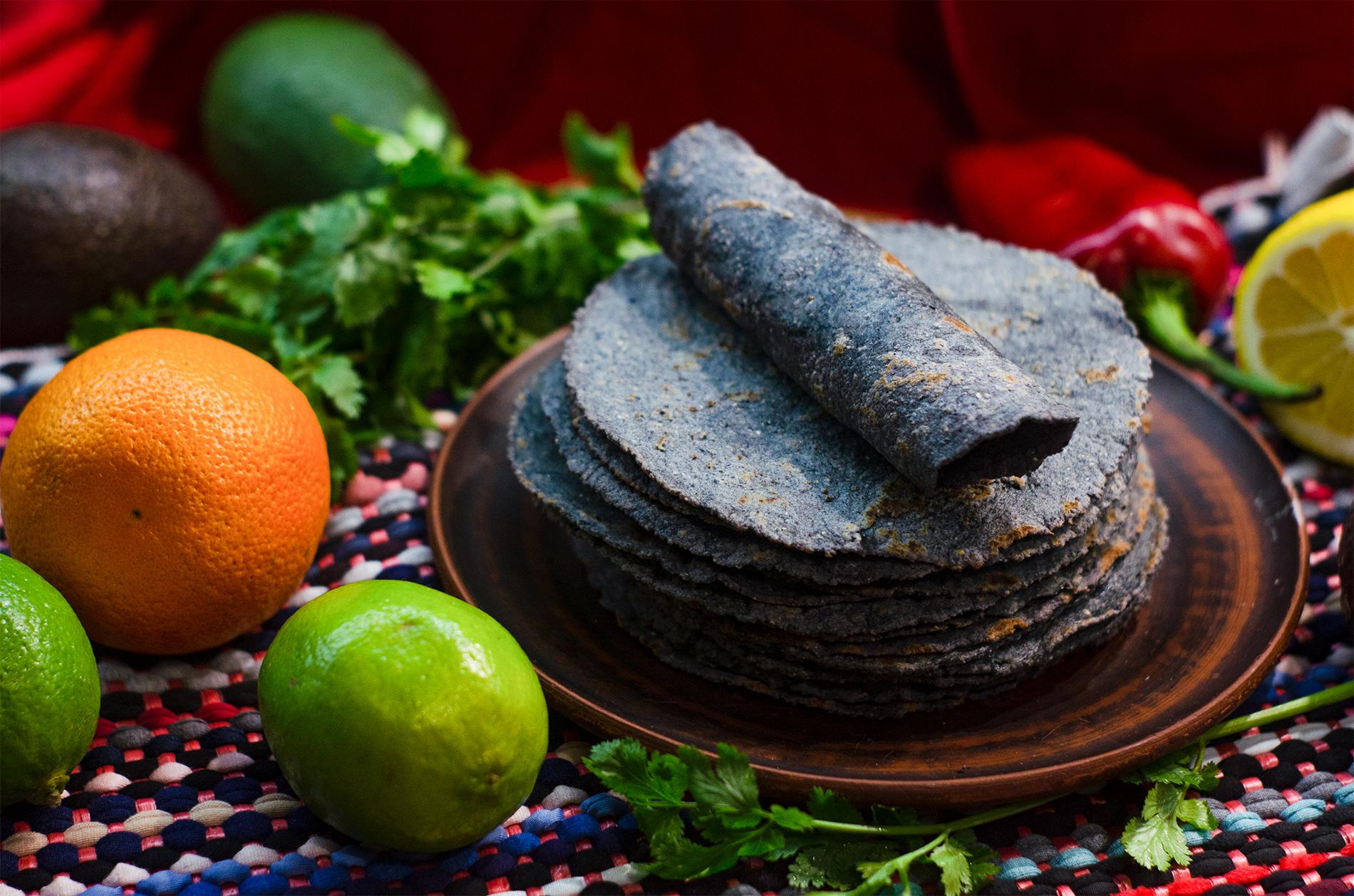 Кукурузные тортильи из голубой муки (Blue Corn Masa Tortillas)