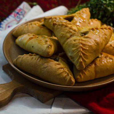 Усбосмак – башкирские треугольные пирожки с мясом, картошкой и луком (Usbosmak - Bashkir Triangular Pies with Meat, Potatoes and Onions)