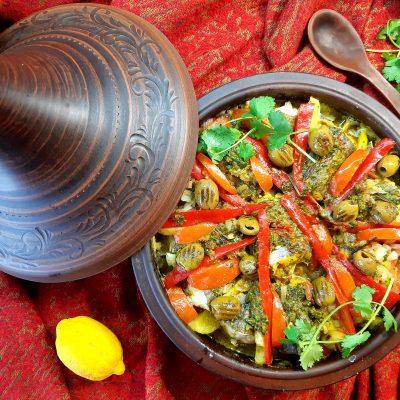 Тажин с белой морской рыбой, картофелем и традиционными специями (Tagine with white sea fish, potatoes and traditional spices)